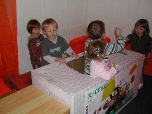 Kinder_in_Kiste